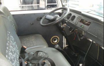 Volkswagen Kombi Standard 1.5 8V - Foto #6