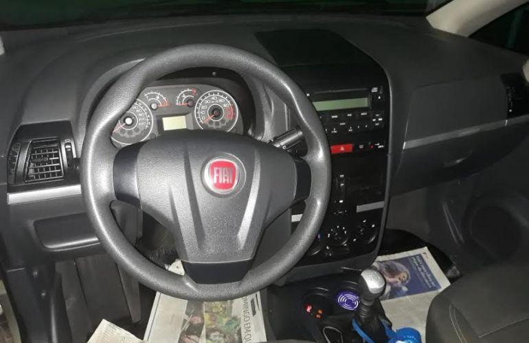 Fiat Idea Essence 1.6 16V E.TorQ (Flex) - Foto #8