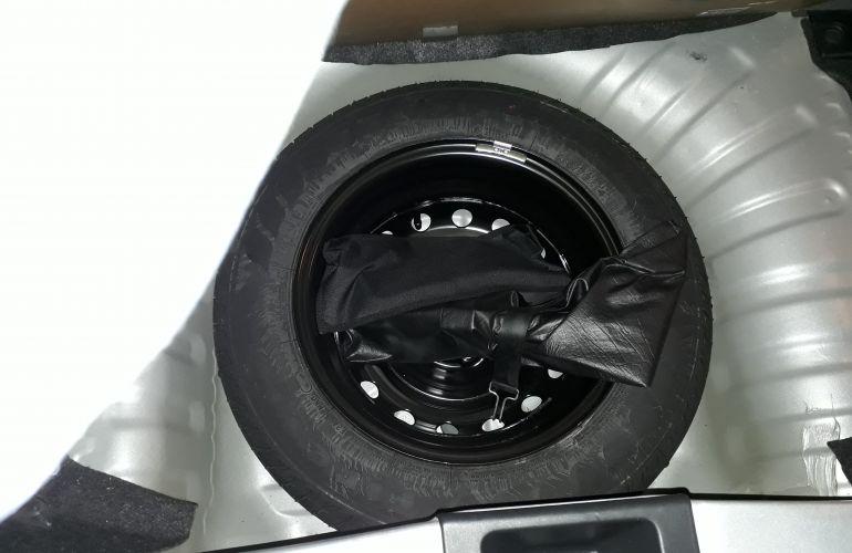 Nissan March 1.6 16V SL (Flex) - Foto #2