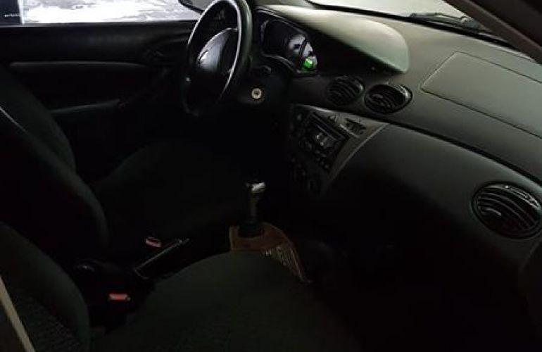 Ford Focus Sedan GLX 2.0 16V Duratec - Foto #2