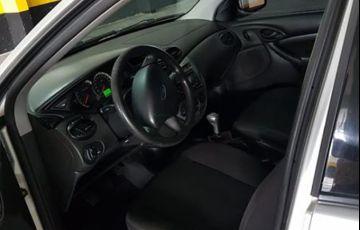 Ford Focus Sedan GLX 2.0 16V Duratec - Foto #6