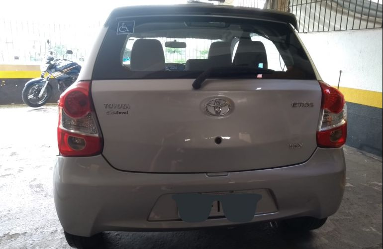 Toyota Etios X 1.3 (Flex) (Aut) - Foto #4
