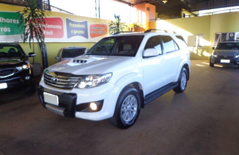 Toyota Hilux SW4 SRV 3.0 4X4 (7 Lugares) - Foto #2