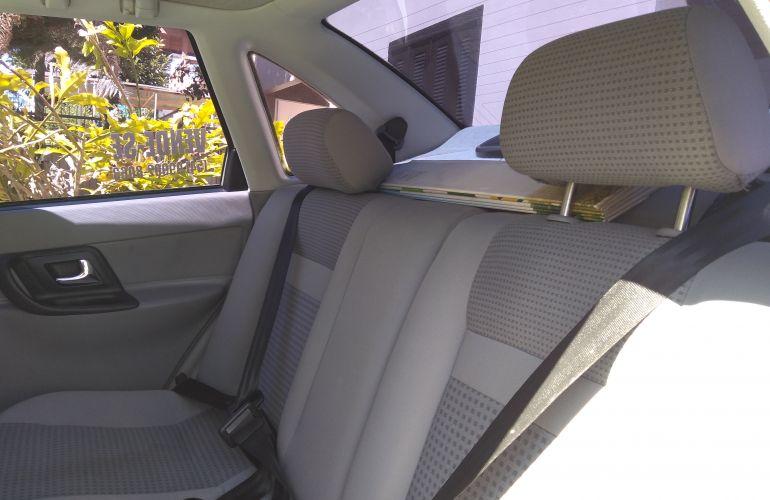 Volkswagen Polo Classic 1.8 MI (nova série) - Foto #4