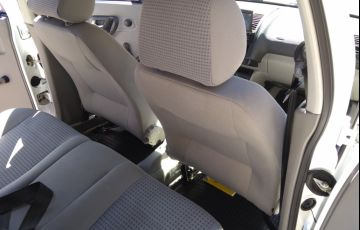 Volkswagen Polo Classic 1.8 MI (nova série) - Foto #8