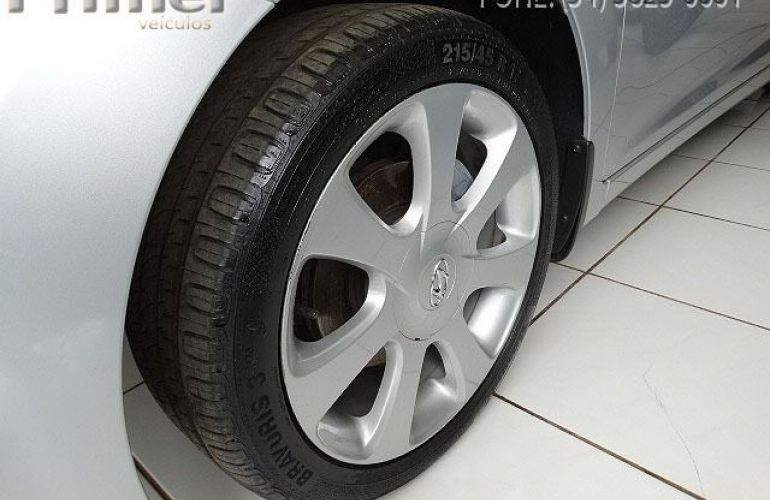 Hyundai Elantra GLS 1.8 16V - Foto #5