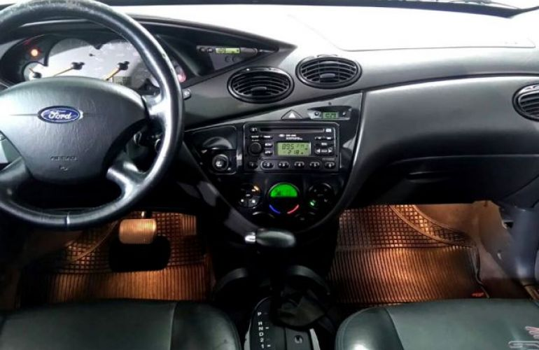 Ford Focus Ghia 2.0 16V - Foto #5