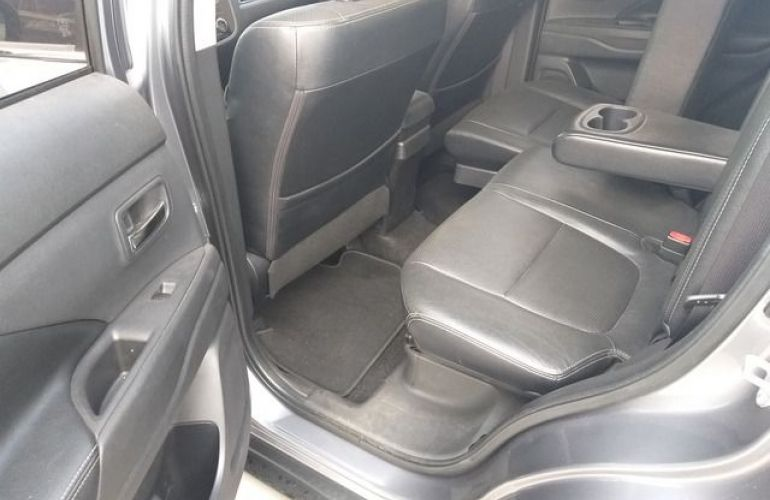 Mitsubishi Outlander 3.0 V6 - Foto #6