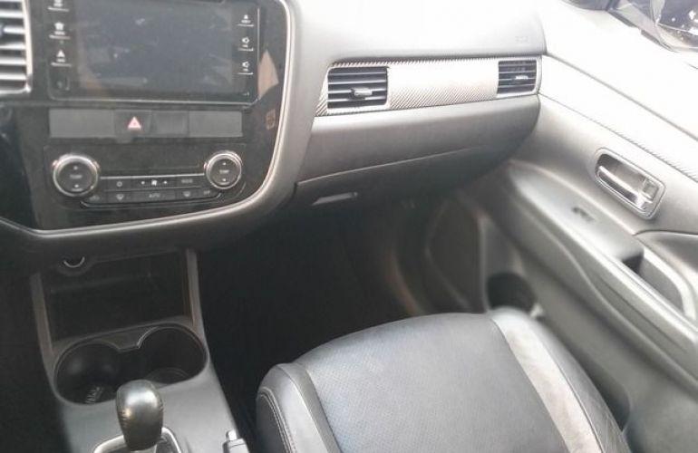 Mitsubishi Outlander 3.0 V6 - Foto #10