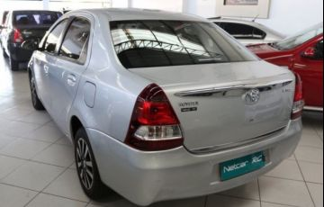 Toyota Etios Platinum 1.5 16V Flex - Foto #2