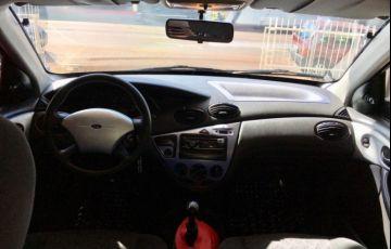 Ford Focus Hatch 1.8 16V - Foto #9