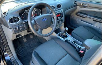 Ford Focus Sedan 2.0 16V - Foto #5
