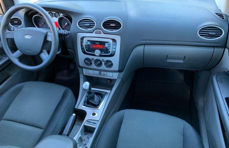Ford Focus Sedan 2.0 16V - Foto #9