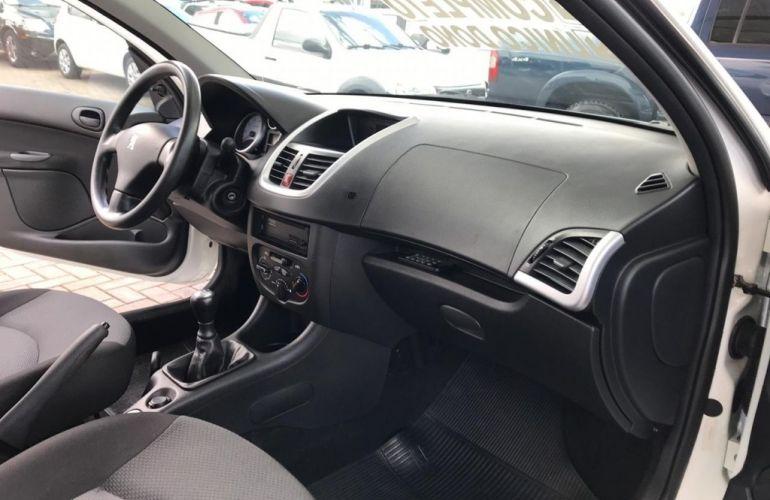 Peugeot 207 Hatch Active 1.4 (Flex) - Foto #5