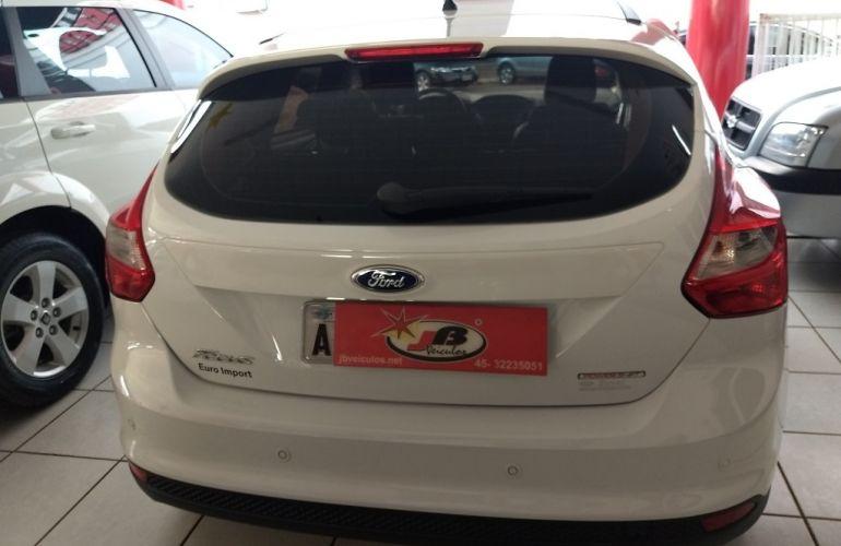 Ford Focus Hatch SE 1.6 16V TiVCT PowerShift - Foto #6