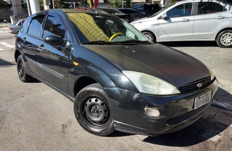 Ford Focus Hatch 1.8 16V - Foto #1