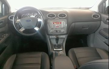Ford Focus Hatch Titanium Plus 2.0 16V PowerShift - Foto #5