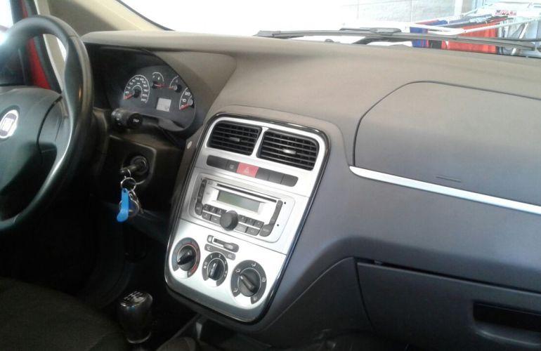 Fiat Punto Attractive 1.4 (Flex) - Foto #2