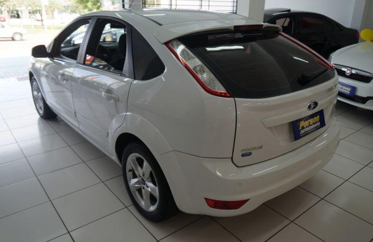 Ford Focus Hatch GLX 2.0 16V - Foto #6