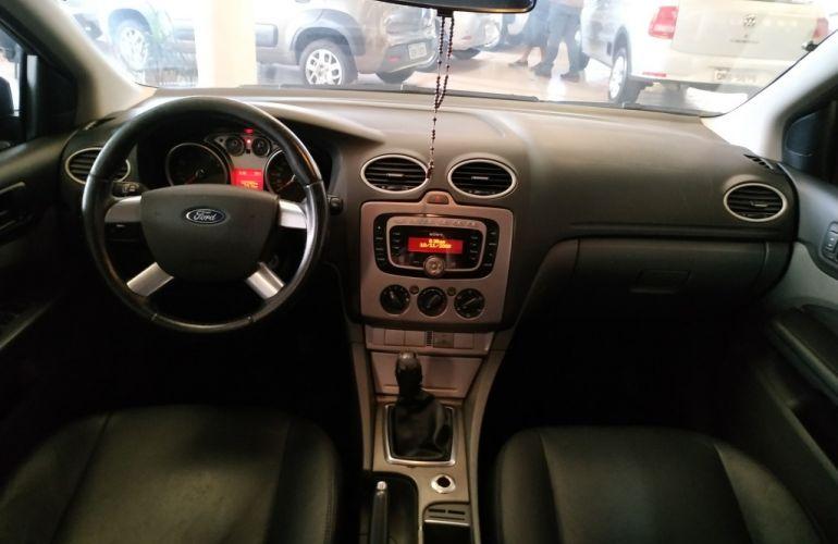 Ford Focus Hatch 1.8 16V - Foto #6