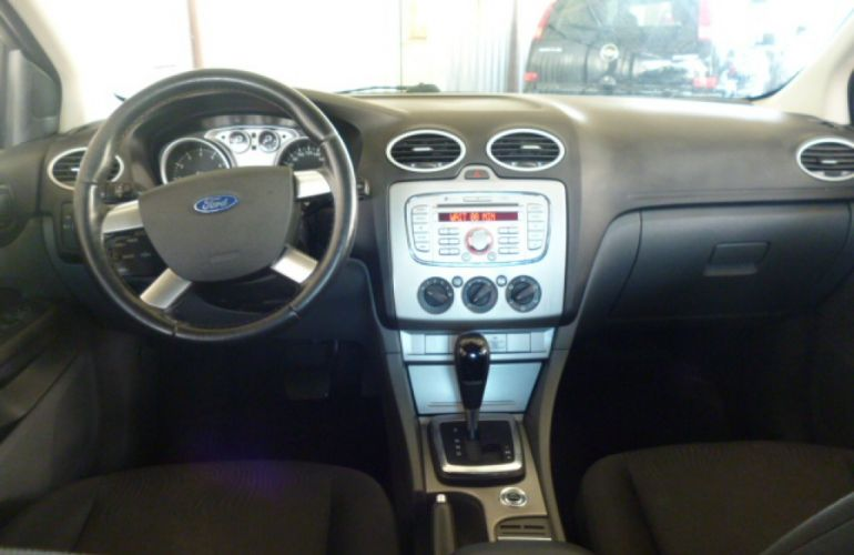 Ford Focus Sedan 2.0 16V (Aut) - Foto #5