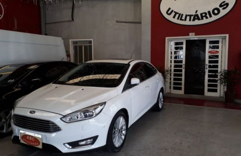 Ford Focus Sedan Titanium Plus 2.0 PowerShift - Foto #3