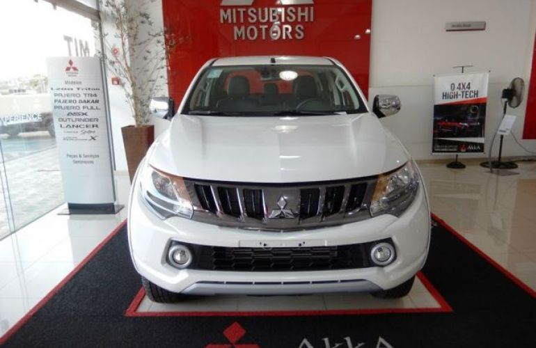 Mitsubishi L200 Sport HPE 4X4 Cabine Dupla 2.4 Turbo Diesel 16V - Foto #2
