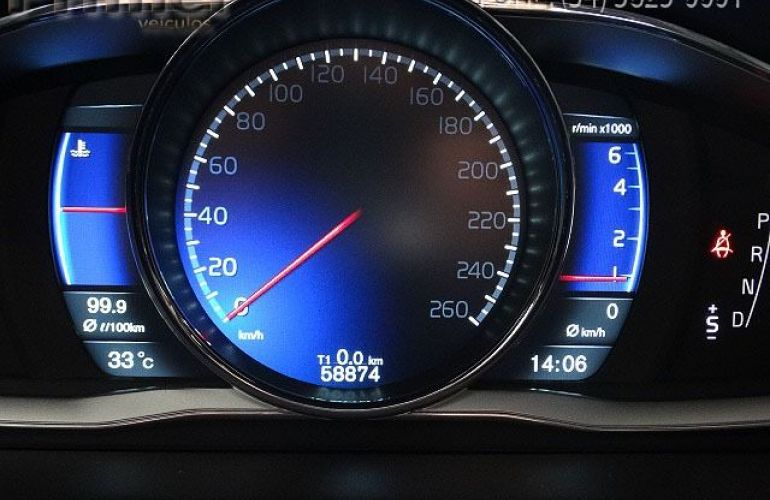 Volvo XC60 R-Design 2.0 T5 Turbo - Foto #6