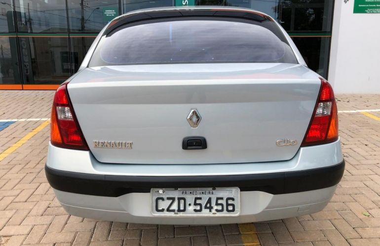 Renault Clio Sedan Privilége 1.0 16V - Foto #7