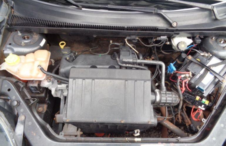 Ford Fiesta Hatch 1.0 - Foto #4