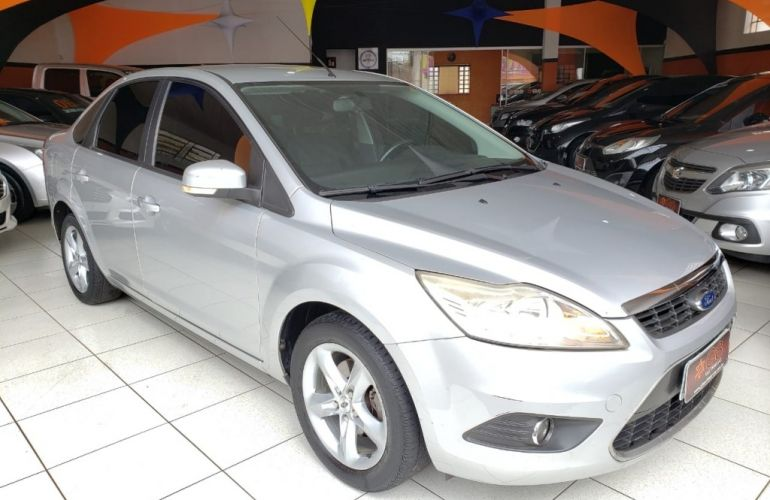 Ford Focus Sedan 2.0 16V (Aut) - Foto #2