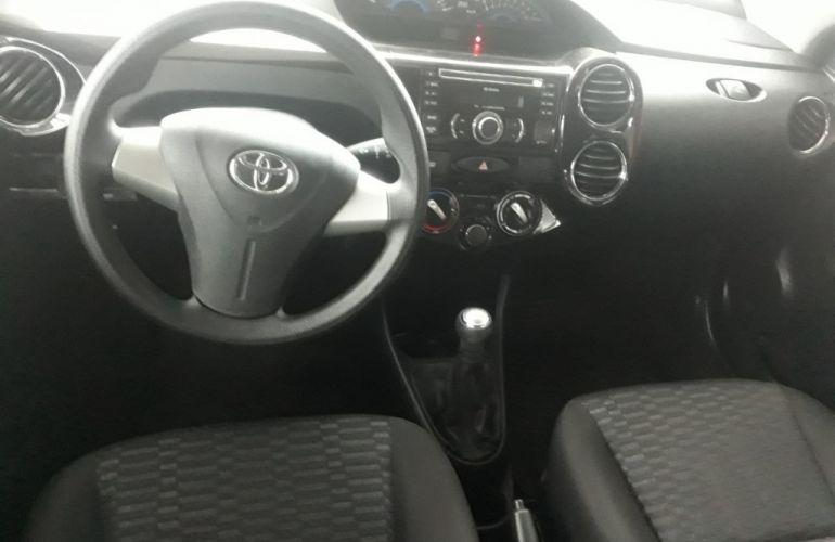 Toyota Etios XS 1.5 (Flex) - Foto #2