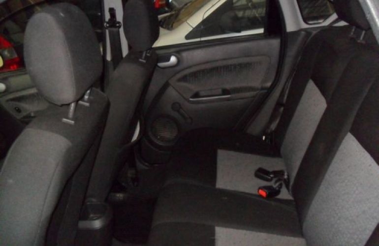 Ford Fiesta Sedan 1.6 MPI 8V Flex - Foto #7