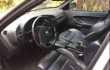 BMW 323i 2.5 24V Confort - Foto #7