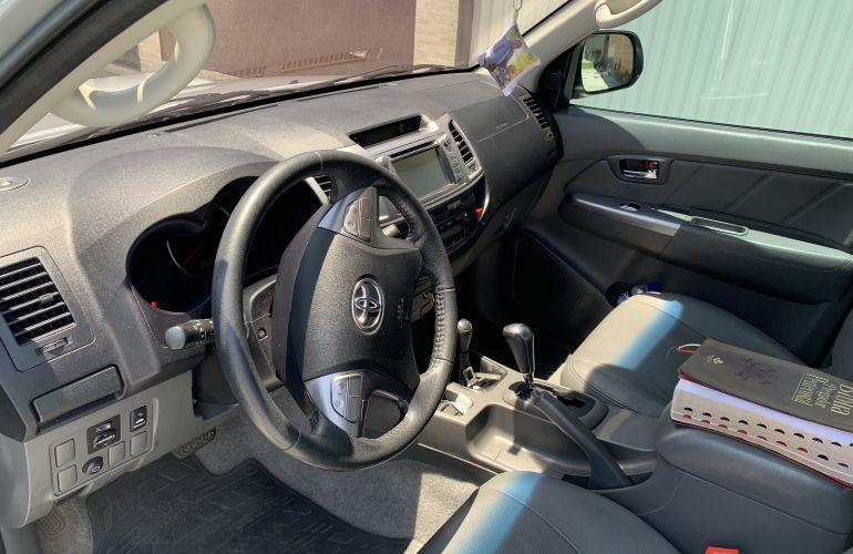 Toyota Hilux 3.0 TDI 4x4 CD SRV Top (Aut) - Foto #6