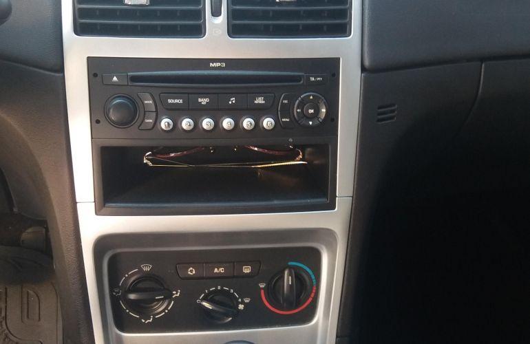 Peugeot 307 Hatch. Feline 2.0 16V (flex) - Foto #1