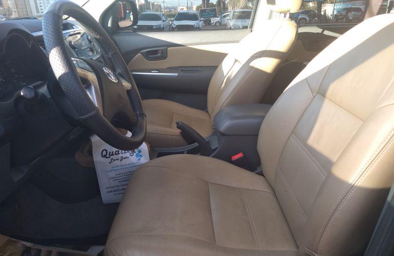 Toyota Hilux 3.0 TDI 4x4 CD SR - Foto #6