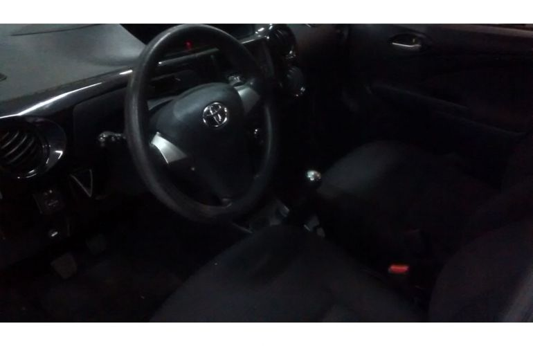 Toyota Etios X 1.3 (Flex) - Foto #10