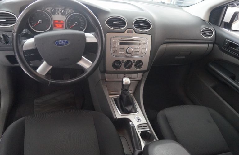 Ford Focus Hatch GLX 2.0 16V - Foto #8