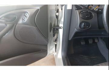 Ford Focus Hatch GL 1.6 8V - Foto #9