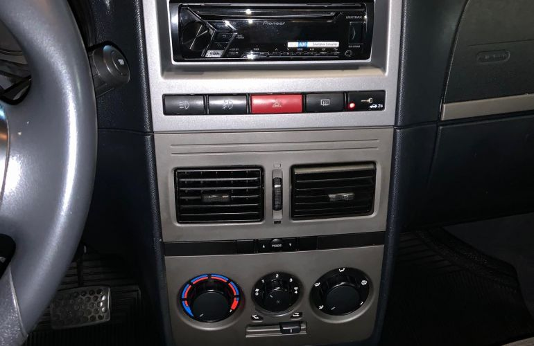 Fiat Idea Adventure 1.8 16V E.TorQ Dualogic (Flex) - Foto #4