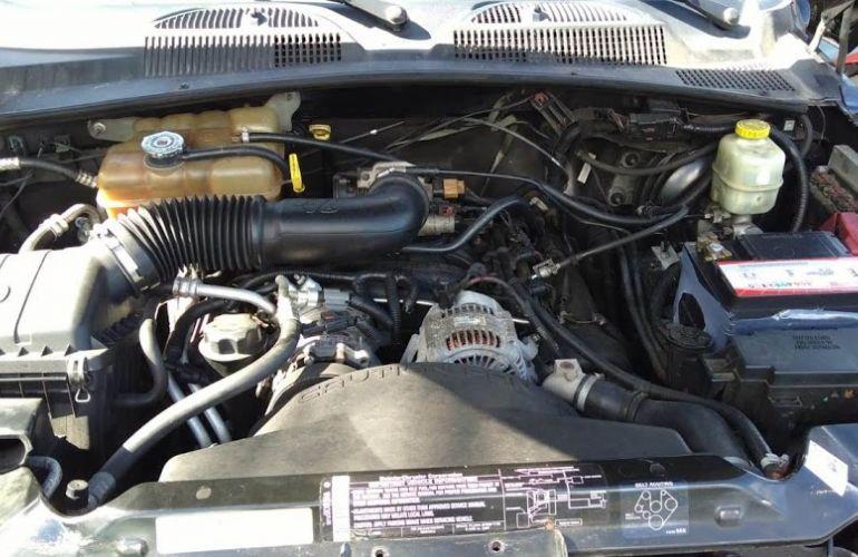 Jeep Cherokee Sport 3.7 V6 - Foto #5