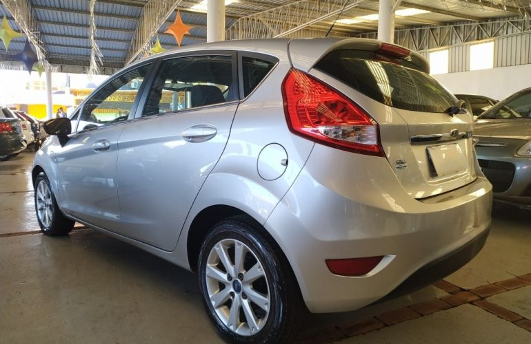 Ford New Fiesta Hatch SE 1.6 16V (Flex) - Foto #4