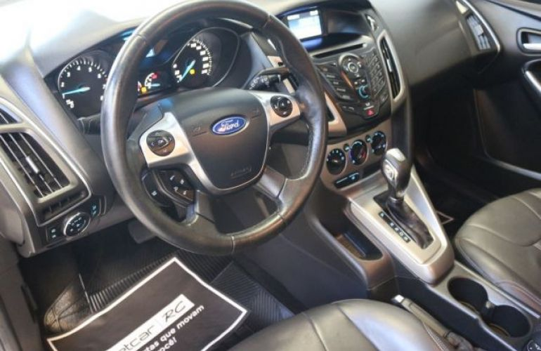 Ford Focus SE 1.6 PowerShift - Foto #10
