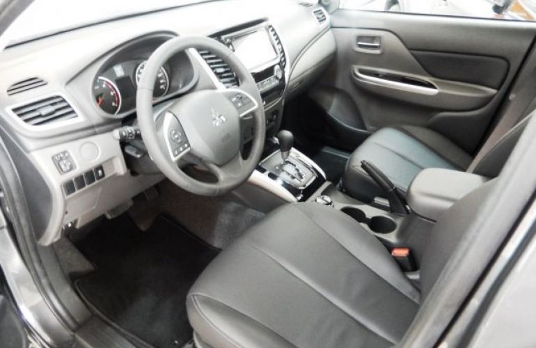 Mitsubishi L200 Sport HPE 4X4 Cabine Dupla 2.4 Turbo Diesel 16V - Foto #9