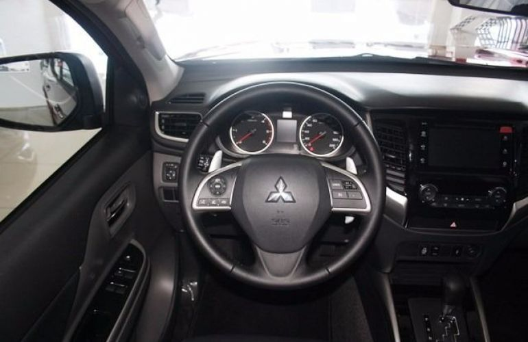 Mitsubishi L200 Sport HPE 4X4 Cabine Dupla 2.4 Turbo Diesel 16V - Foto #3
