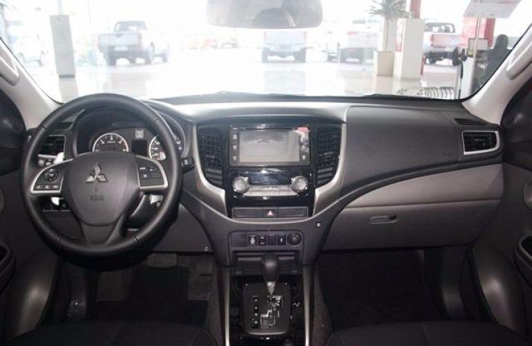 Mitsubishi L200 Sport HPE 4X4 Cabine Dupla 2.4 Turbo Diesel 16V - Foto #6