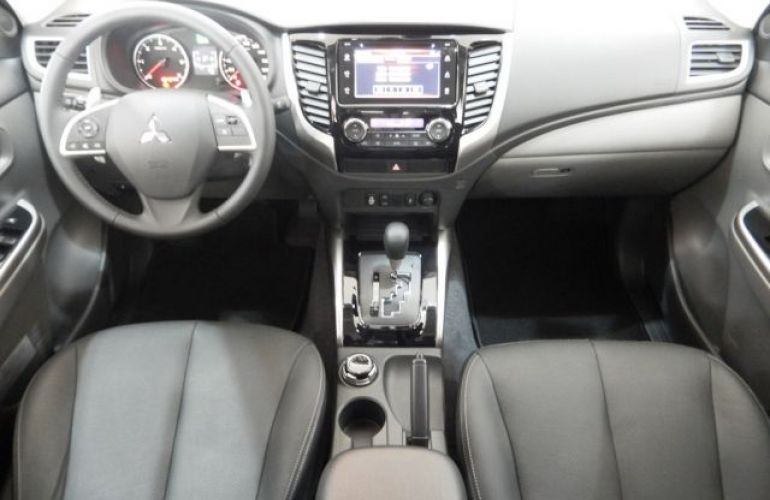 Mitsubishi L200 Triton Sport HPE Top 4WD 2.4 TD - Foto #9