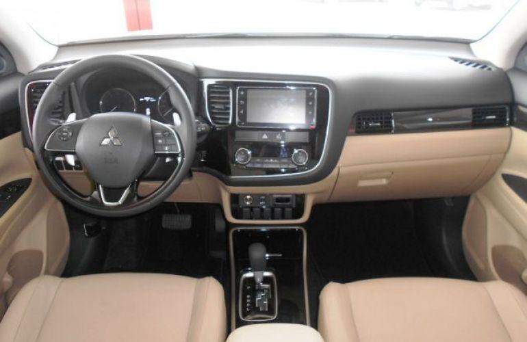 Mitsubishi Outlander DI-D 2.2 16V - Foto #6