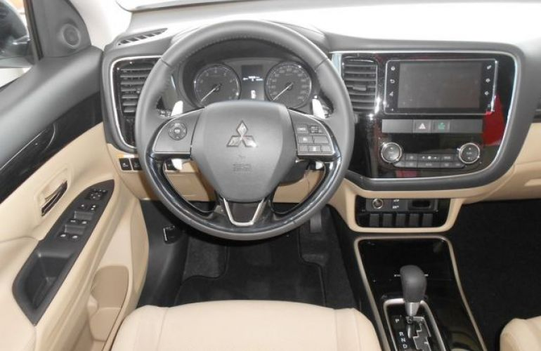 Mitsubishi Outlander DI-D 2.2 16V - Foto #7